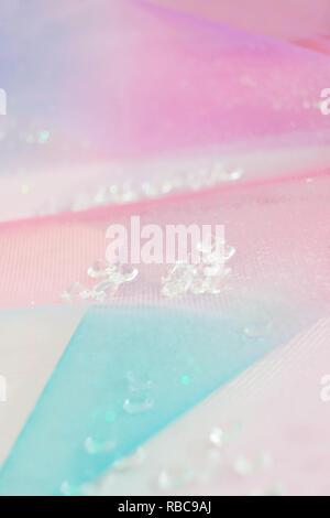 Eine schöne und elegante Makro von Glitter aus funkelnden Diamanten mit Bokeh oder Tiefenschärfe, Raum und rosa Textur als Hintergrund Stockbild