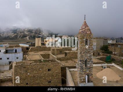 Luftaufnahme von einer Moschee aus Steinen, Asir Provinz, Tanomah, Saudi-Arabien Stockbild