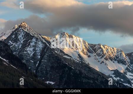 Geographie/Reisen, Italien, Südtirol, Zwoelfernock (Peak) der Rieserfernergruppe von Rein in Taufers der schauen, Stockbild