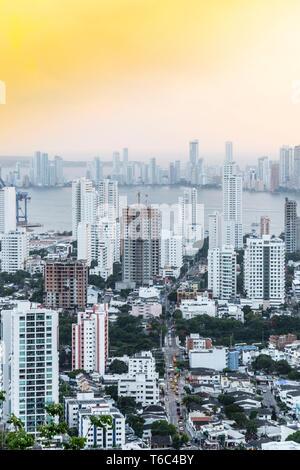 Kolumbien, karibische Küste, Cartagena, Karibik, Blick auf die Skyline der Hafen von Cartagena Stockbild