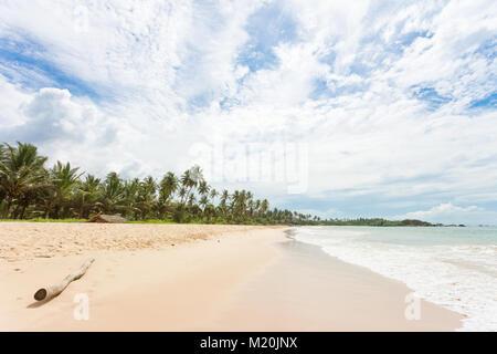 Balapitiya, Sri Lanka, Asien - eine Holz- Filiale am Strand von Balapitiya Stockbild