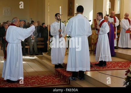Messe in Saint Thomas Chaldäischen Kirche, Sarcelles, Val d ' Oise, Frankreich, Europa Stockbild