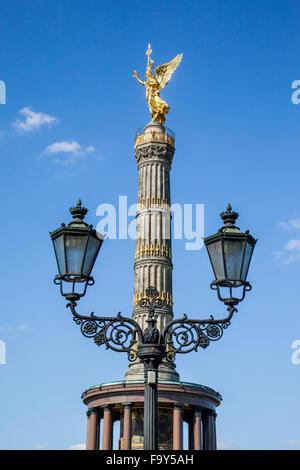 Deutschland, Berlin, Blick auf die Siegessäule, Siegessäule mit vergoldeten Statue von Victoria auf der Stockbild
