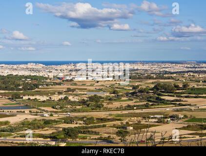 Panorama Aussicht auf die umliegende Landschaft und Valetta aus der Stadtmauern von Mdina Malta Stockbild