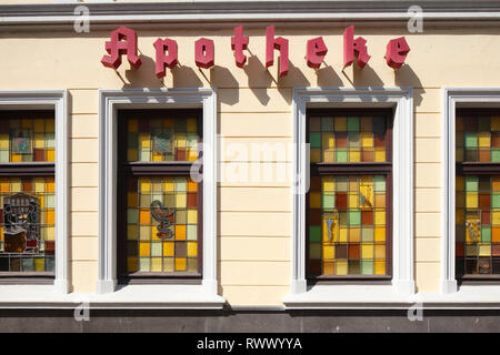 Royal Apotheke mit Windows, Cloppenburg, Niedersachsen, Deutschland, Europa Stockbild