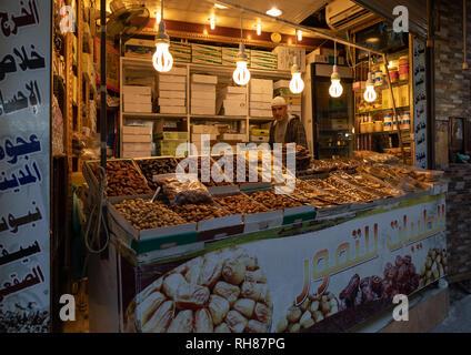 Termine für den Verkauf in einem Markt, Mekka Provinz, Taïf, Saudi-Arabien Stockbild
