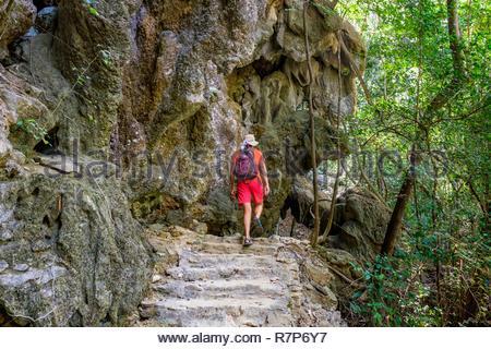 Thailand Songkhla Provinz, Tarutao National Marine Park, Ko Tarutao Insel, wandern zu Fuß buh Cliff (Bu) Stockbild