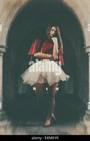 Ballerina in einem Bogen Weg Stockbild