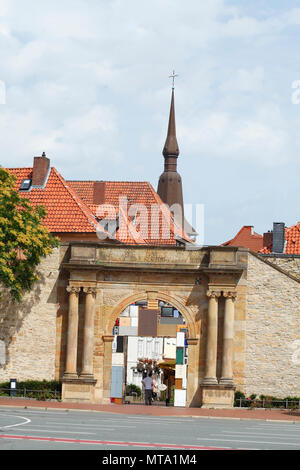 Heger Tor in die Altstadt, Osnabrück, Niedersachsen, Osnabrück, Deutschland, Europa ich Heger Tor in der Altstadt, Ehrenmal, Osnabrück, Niedersachsen, O Stockbild