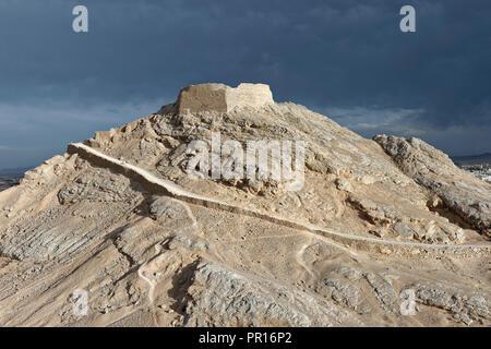 Zoroastrier Turm der Stille am Rande der Stadt, Stadt Yazd, Iran, Naher Osten Stockbild