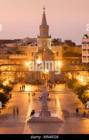 Plaza de la Paz und die Altstadt in der Dämmerung, Cartagena, Kolumbien Stockbild