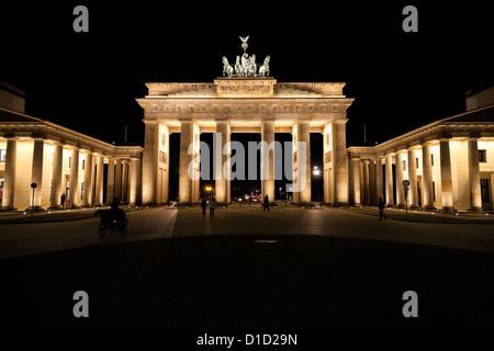Nachtansicht des Brandenburger Tors. Berlin, Deutschland Stockbild