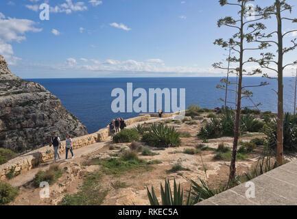 Die zerklüftete Küste von Malta, hier von der Blauen Grotte Sicht Stockbild