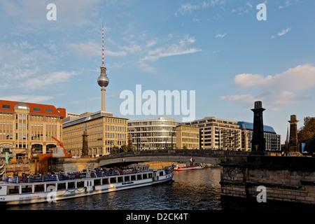 Vergnügungsschiff auf dem Rover Spree, Berlin Stockbild