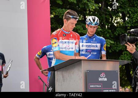 Bob Jungels von Luxemburg und Team Deceuninck - Quick-Step, Pinerolo Stadt, während die 102 Giro d'Italia 2019, Stufe 13 eine 196 km Etappe von Pinerolo zu Ceresole Reale (Lago Serrù) 2247 m. Stockbild