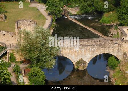 Taurus Brücke, Stadtmauer und Alzette, Luxembourg City, Luxemburg, Europa ich Brücke Stierchen, Stadtmauer und Fluss Alzette, Luxemburg-Stadt, L Stockbild