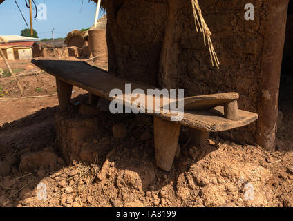 Senufo Bett aus Holz für die Toten, Savanes Bezirk, Niofoin, Elfenbeinküste Stockbild