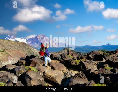 Teenager Backpacker. Tam Macarthur Rim, Drei Schwestern Wüste, Oregon. Stockbild