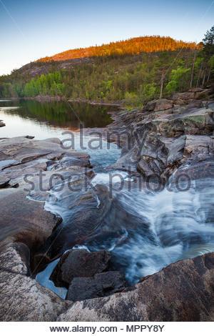 Frühlingsabend in Nissedal, Telemark, Norwegen. Stockbild