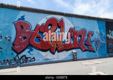 Berlin Graffiti an East Side Gallery Stockbild