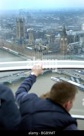 Foto des London Eye, London Sehenswürdigkeiten Pod Innenansicht Stockbild