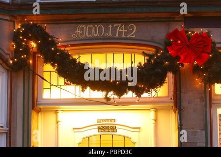 Weihnachtsdekoration bei Dämmerung, Bremen, Deutschland, Europa ich Weihnactsdekoration bei Abenddämmerung, Bremen, Deutschland, Europa I Stockbild