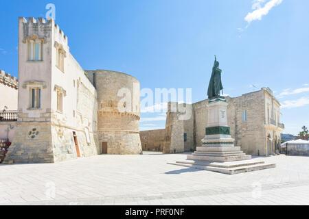 Otranto, Apulien, Italien - einem historischen Statue am Stadttor von Otranto Stockbild