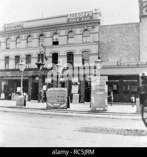 Wunderland, der Whitechapel Road, Tower Hamlets, London, c 1910. Die vordere von Wonderland gesehen über von der Whitechapel Road. Im Jahr 1896 eröffnete Wunderland war ursprünglich eine Music Hall, sondern auch eine berühmte Boxing Hall. Es brannte im Jahre 1911 und wurde später wieder aufgebaut als Kino. Stockbild