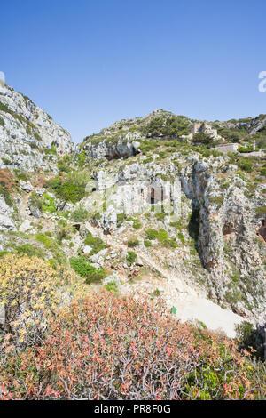 Apulien Leuca, Italien, Grotte von ciolo - Wandern in den Bergen an der Grotte Ciolo Stockbild