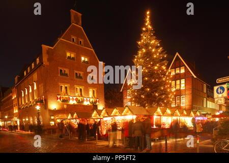 Weihnachtsmarkt am Kiepenkerl bei Nacht, Münster in Westfalen, Nordrhein-Westfalen, Deutschland, Europa ich Weihnachtsmarkt beim Kiepenkerl bei Nac Stockbild