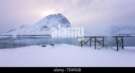 Lofoten im Schnee, Lofoten, Nordland, Arktis, Norwegen, Europa Stockbild