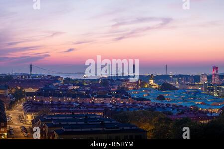 Stadt bei Sonnenuntergang Stockbild