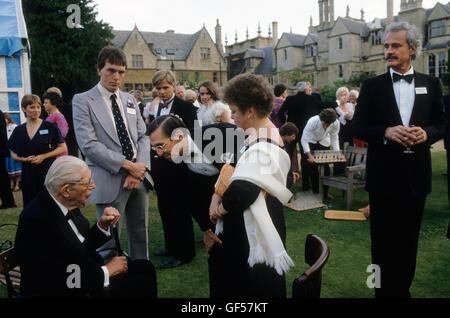 """Harold Macmillan Ist """"Earl of Stockton"""" Oxford Universität Gartenparty HOMER SYKES Stockbild"""