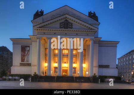 Deutsche Oper am Rhein/Theater der Stadt Duisburg am König-Heinrich-Platz in der Dämmerung, Duisburg, Ruhrgebiet, Nordrhein-Westfalen, Deutschland, Stockbild