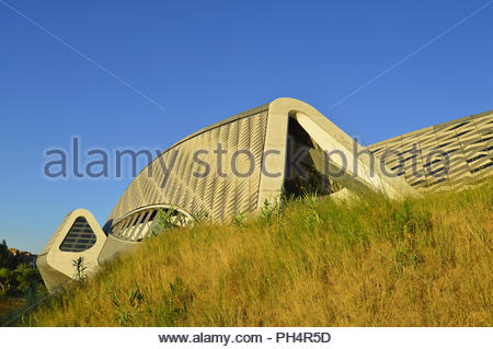 Brücke Pavillon - moderne Glasfaser Betonbau, Fußgängerbrücke über den Fluss Ebro in Zaragoza Spanien. Von Zaha Hadid Architects entworfen. Stockbild