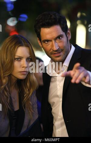 LAUREN DEUTSCHE & TOM ELLIS LUZIFER: Staffel 1 (2016) Stockbild