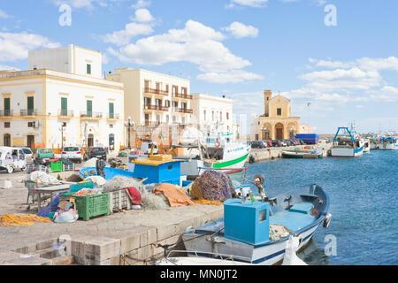 Gallipoli, Apulien, Italien - Fischerboote am Hafen von Gallipoli Stockbild