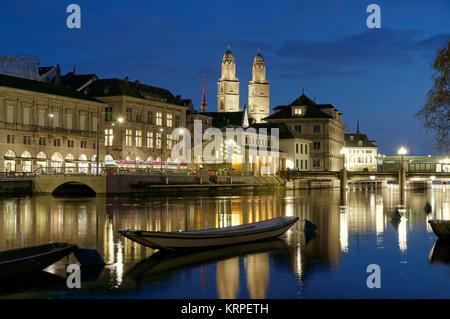 Fluss Limmat, Grossmünster, Zürich, Schweiz Stockbild