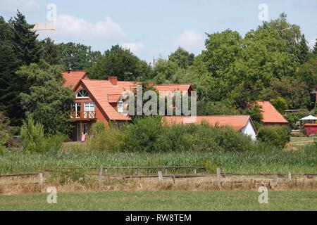 Wohnhäuser in der achimer Marsch, Achim, Niedersachsen, Deutschland, Europa ich Wohnhäuser in der achimer Marsch, Achim, Niedersachsen, Deutschland, Stockbild