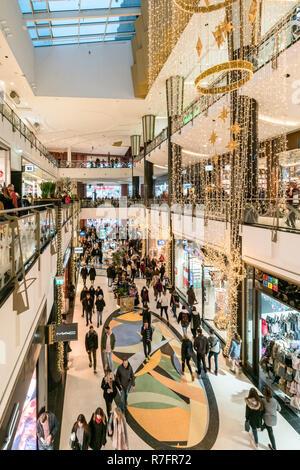 Alexa Shopping Center, Weihnachtsbeleuchtung, Interieur, Berlin Stockbild