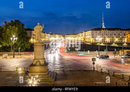 Anzeigen von Pont Vittorio Emanuele von Kirche Gran Madre di Dio bei Dämmerung, Turin, Piemont, Italien, Europa Stockbild