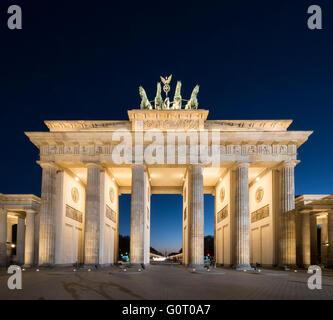 Brandenburger Tor am Abend in Berlin Deutschland Stockbild