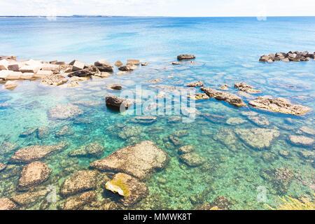 Gallipoli, Apulien, Italien - Beeindruckende Wasser Farben an der Küste Stockbild