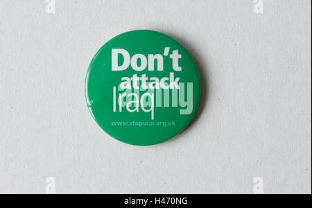 Dont Angriff Irak Abzeichen uk stoppen Sie die Krieg-Koalition 2002-3. HOMER SYKES Stockbild