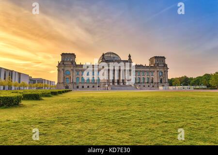 Berlin sunrise city Skyline am Reichstag (Parlament), Berlin, Deutschland Stockbild