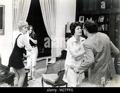 Ab 1971 Universal Pictures Film mit Georgia Engel links und Audra Lindley, Buck Henry Stockbild