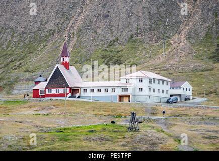 Die Kirche in Longyearbyen die nördlichste Stadt der Welt mit einer Bevölkerung Stockbild