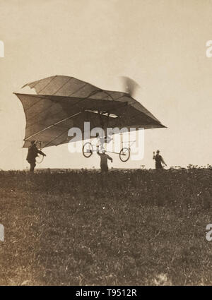 """Jacob Christian Hansen Ellehammer (1871-1946) war ein dänischer Uhrmacher und Erfinder, der frühe Beiträge zur motorflug gemacht. Ahnungslos von Erfolg ein paar Jahre früher die Brüder Wright"""", Ellehammer arbeitete in Isolation ein Mittel der Flug zu erfinden, ein Meisterstück, das er in einem der emi-Doppeldecker' am 12. September 1906. Er verlagert seine Aufmerksamkeit auf vertikale Flug Handwerk, 1912 Erfolg in hopping entlang über dem Boden in einer experimentellen Hubschraubers. Stockbild"""