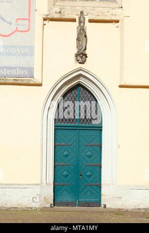 Grüne alte Kirche Tür an der Katharinenkirche Kirche, Osnabrück, Niedersachsen, Osnabrück, Deutschland, Europa ich Grüne alte Kirchentür der Katharinen Stockbild