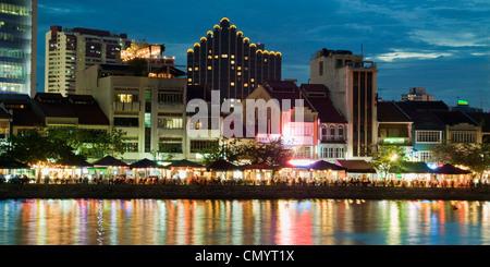 Skyline von Singapur, Boat Quay, Restaurant, Bars in der Nacht, Südost-Asien, Dämmerung Stockbild